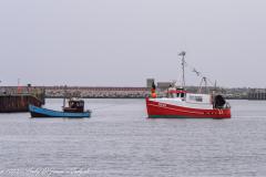 KR 72 Inge slaber ND 68 Kutter Oscar ind i fiskerihavnen.